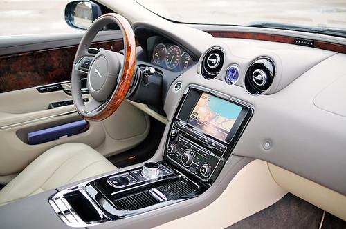 Jaguar XJ 2011 17