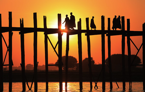 travel bridge sunset portrait people tourism water asia asien southeastasia südostasien faces yangon burma buddhist traditional culture buddhism adventure explore monastery journey monks myanmar mon shan tradition pali ethnic burmese birma mandalay bagan rangoon ethnology amarapura ubein birmanie birmania mianmar explored bamar ethnie