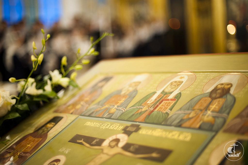 10 февраля 2013, Литургия в Неделю 36-ю по Пятидесятнице и Собор новомучеников и исповедников Российских.