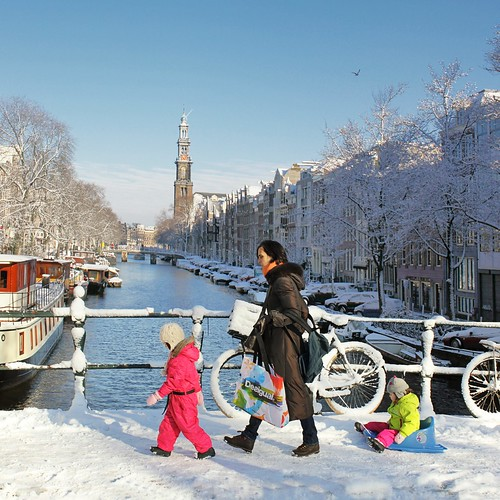 Beautiful Amsterdam in the winter by B℮n