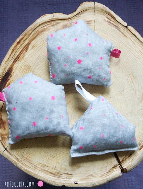 Casette puntaspilli portachiavi rosa e grigio artoleria