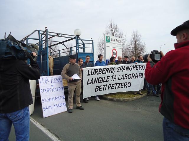 Lur Berri kooperatibaren aitzinean ELB sindikatua