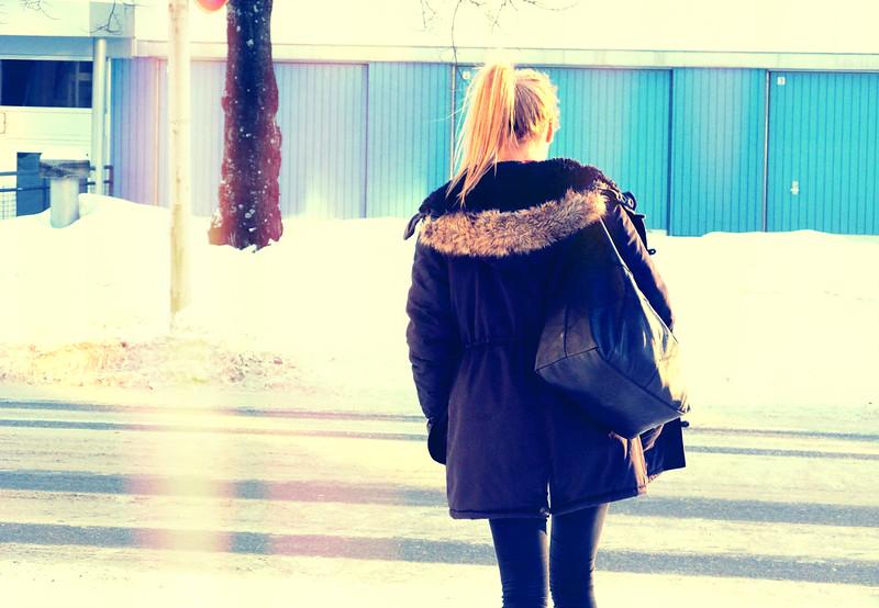 iina kävelee