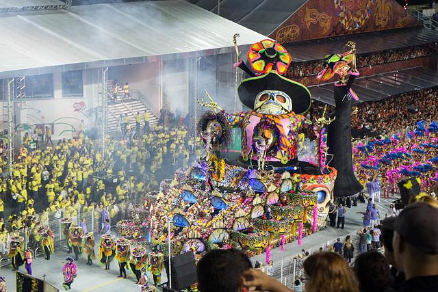 Homenaje al Día de Muertos en el Carnaval de Sao Paulo