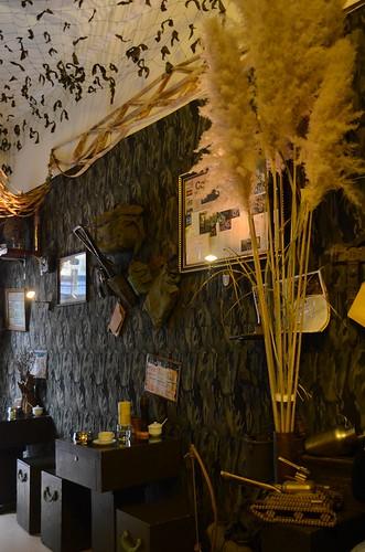 Cafe Linh interior