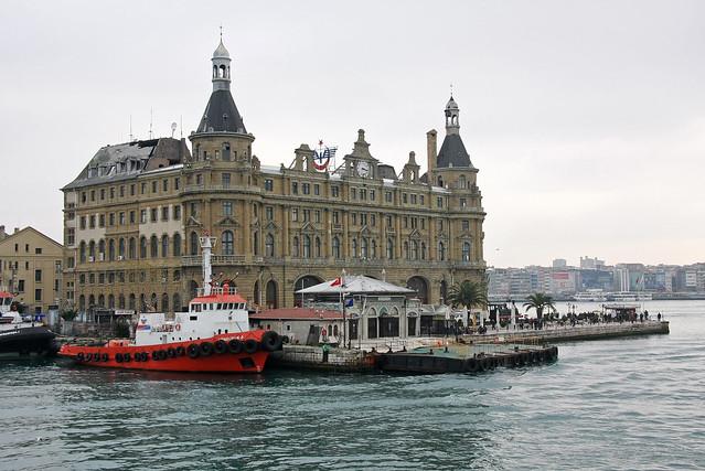 Haydarpasa Terminal in Kadikoy, Istanbul, Turkey カドゥキョイ、ハイダルパシャ駅