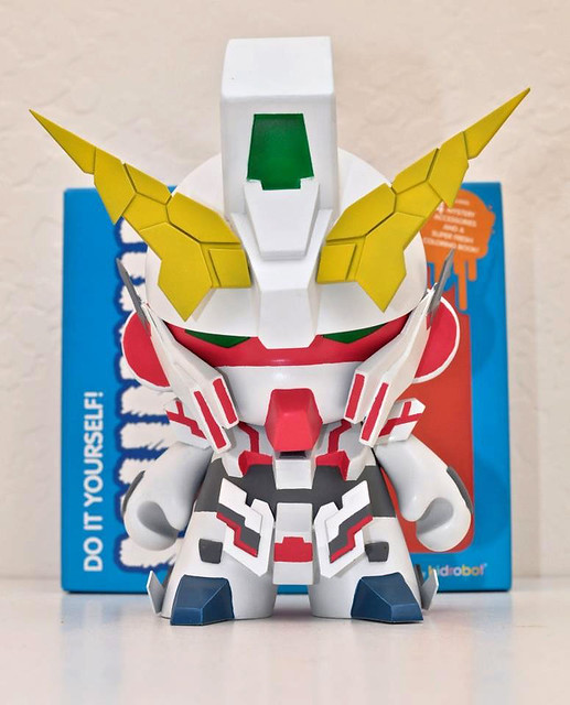 Unicorn-Gundam-Munny-by-Billy-E-1