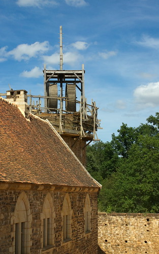 sony a500 1870 zoom fromraw rawtherapee holiday france bourgogne guédelon guedelon château chateau castle geotagged geo:lat=4758386 geo:lon=315568