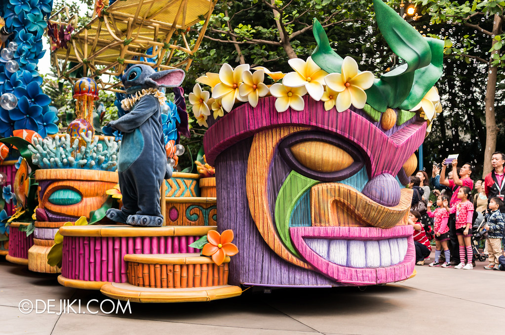 Hangin' Ten and Ridin' High - Tiki float