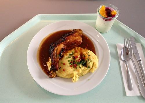Hühnerkeule in Chipotle-Marinade auf Kartoffel-Maispüree und Rotweinjus