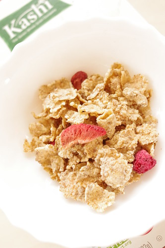 アイハーブ おすすめ Kashi, Strawberry Fields Cereal
