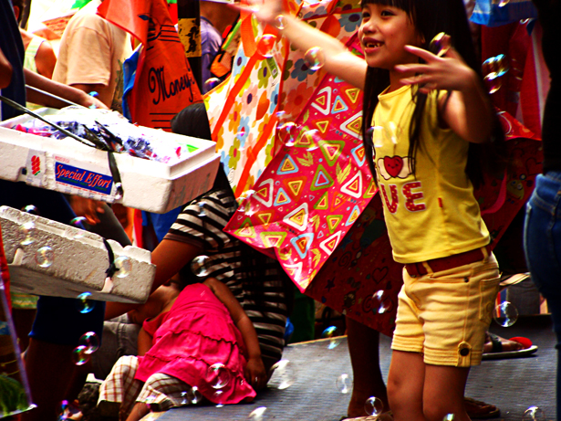 Bubble play at Divisoria