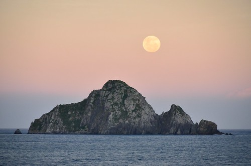 Moonrise at dusk by kewl