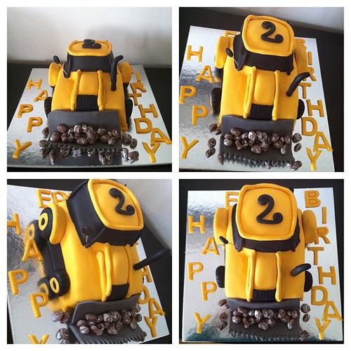 #ismakinesipasta #birthdaycake #3dcake #sugarart #sugarpaste #sekerhamurlupastalar by l'atelier de ronitte