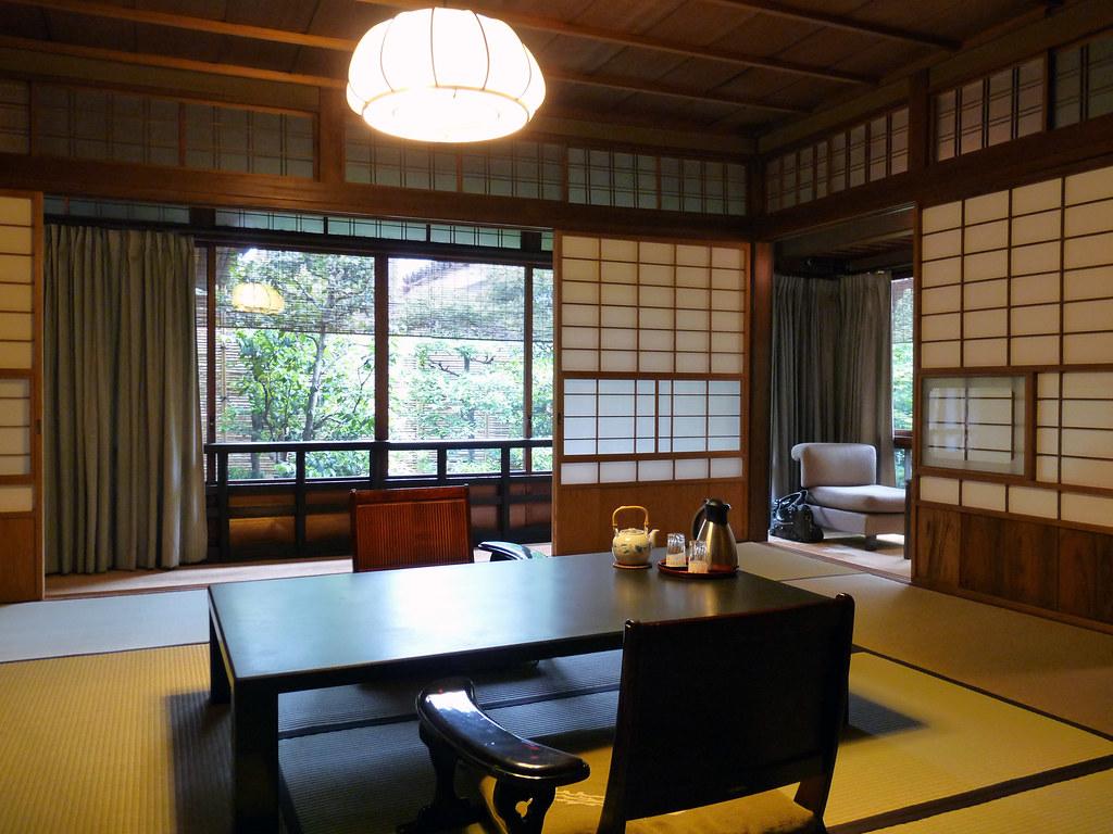Ryokan l 39 auberge traditionnelle japonaise dozodomo for Salle a manger japonaise