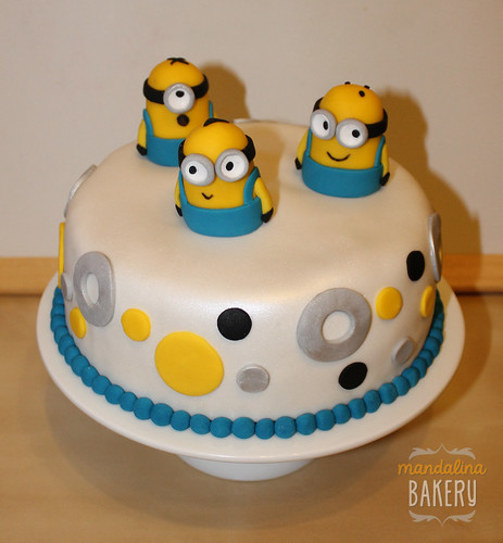 Despicable Me Minions Birthday Cake for Simon 1
