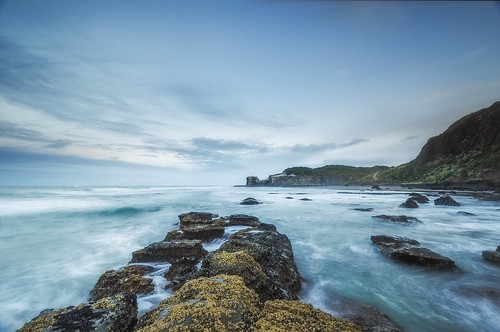 sea newzealand seascape clouds sunrise dawn coast nikon rocks waves nopeople auckland northisland westcoast muriwai earlymorninglight nofilters maoribay colourimage 1024mm d7000 availableingettyimages