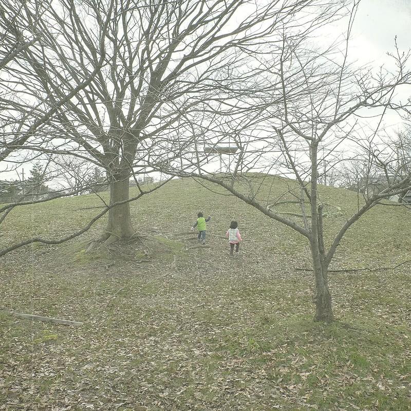 Kids climbing--1--