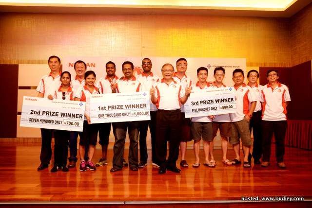 Dato' Dr Ang (middle) poses with the happy top three winners