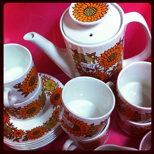 Sunflowers on even a rainy day with this set. #platewatch #corkthrifting