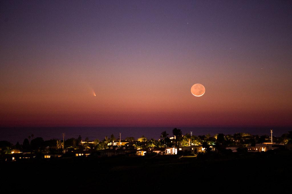 comet panstarrs and moon
