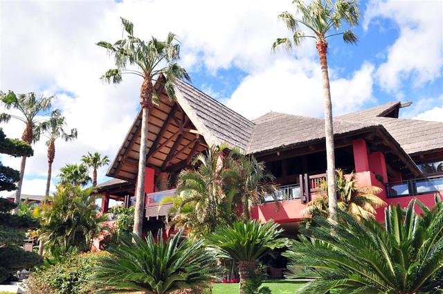 Edificio y Palapa principal del Hotel Asia Gardens Thai & SPA asia gardens benidorm, #experiencia en el paraiso - 8556125522 de5b414016 z - Asia Gardens Benidorm, #experiencia en el paraiso