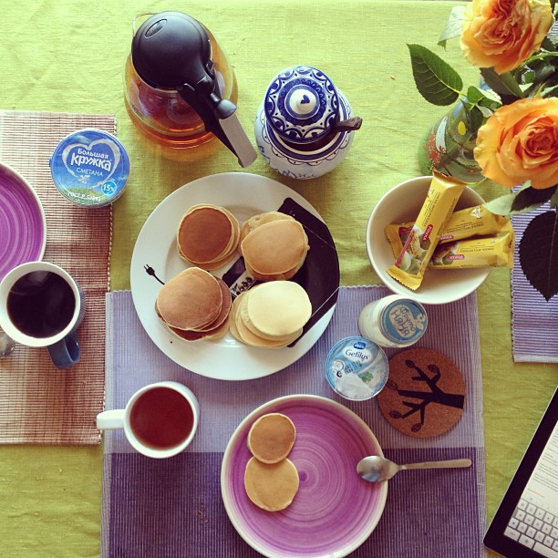 Немножко оладушек на поздний завтрак :)