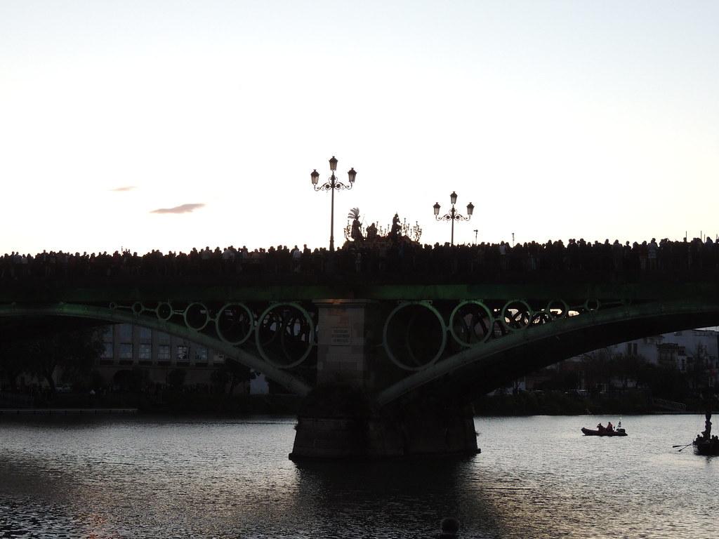 Nuestro Padre Jesús de las Penas por el Puente de Triana.