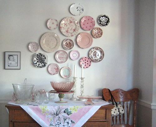 Pareti basta quadri arrivano i piatti detto fra noi - Quadri in cucina ...