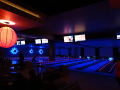 team sport(0.0), bar(0.0), individual sports(1.0), sports(1.0), ball game(1.0), ten-pin bowling(1.0), bowling(1.0),