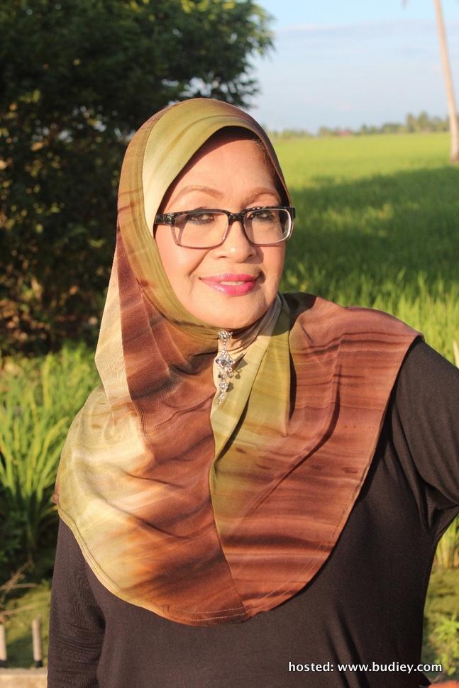 Fauziah Nawi (Mak Lang)
