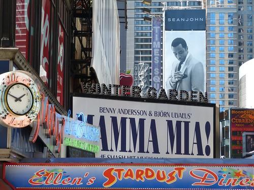 Carteles de musicales en Broadway (Nueva York)