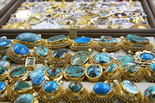 Turquoise jewelries at Egyptian Bazaar, Istanbul, Turkey イスタンブール、エジプシャンバザールにて