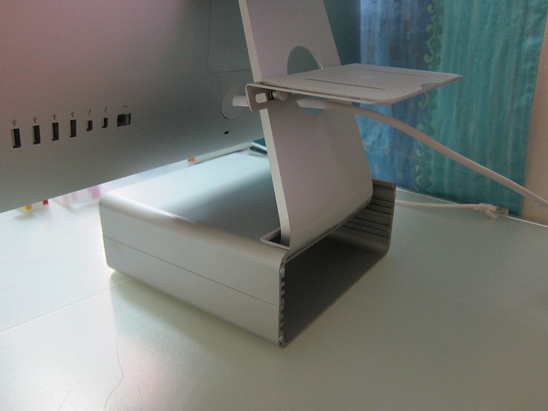 Twelve South HiRise for iMac - Step 3: Place The iMac On The Shelf