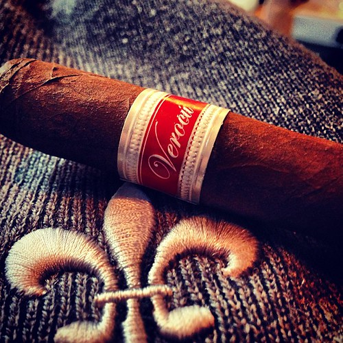 I like the new bands on one of my favorites the Verocu #5 @tatuajecigars
