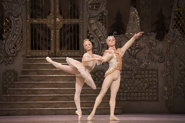 Roberta Marquez as The Sugar Plum Fairy and Steven McRae as The Prince in The Nutcracker. © ROH / Bill Cooper 2012