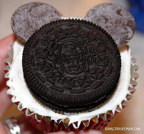 8486931403 9f8527f884 How to Make Mickey Mouse Cupcakes (Two Ways)