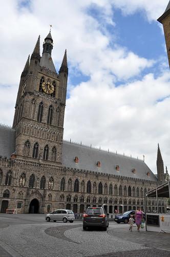 2012.06.30.173 - IEPER - Grote Markt - Belfort · Lakenhalle van Ieper