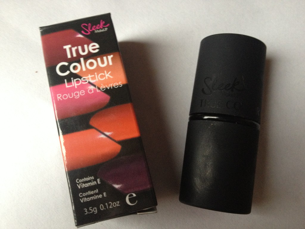 Sleek True Colour Matte Lipstick in 'Amped' (2)