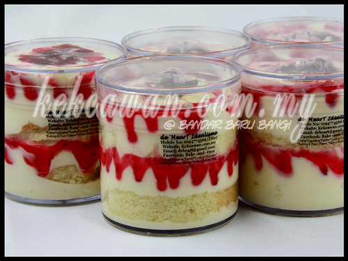Vanilla Strawberry Cake in Jar