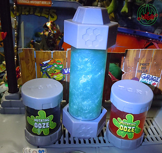 "Nickelodeon  TEENAGE MUTANT NINJA TURTLES :: MUTAGEN OOZE xxxii / with ""TMNT MUTATIONS"" Don & Raph OOZE containers '07 (( 2013 ))"