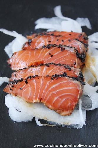 Tataki de salmon en nido de nabo daikon (1)