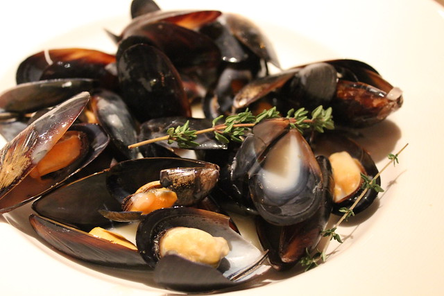 Mariner-Style Black Mussels in White Wine Cream Sauce