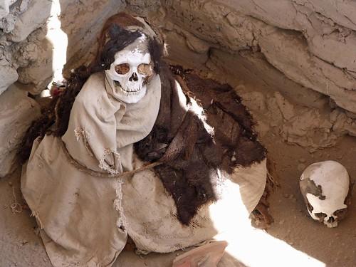 Imagen de una de las momias del Cementerio de Chauchilla (Perú)