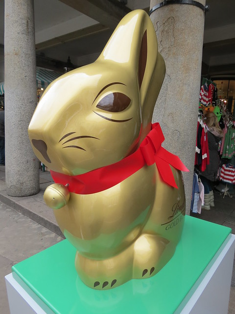 A giant Lindt chocolate bunny