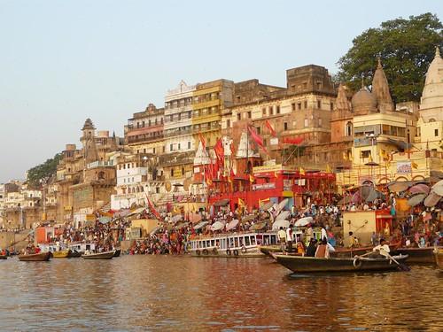 Imagen de Benarés desde un bote (Varanasi, India)