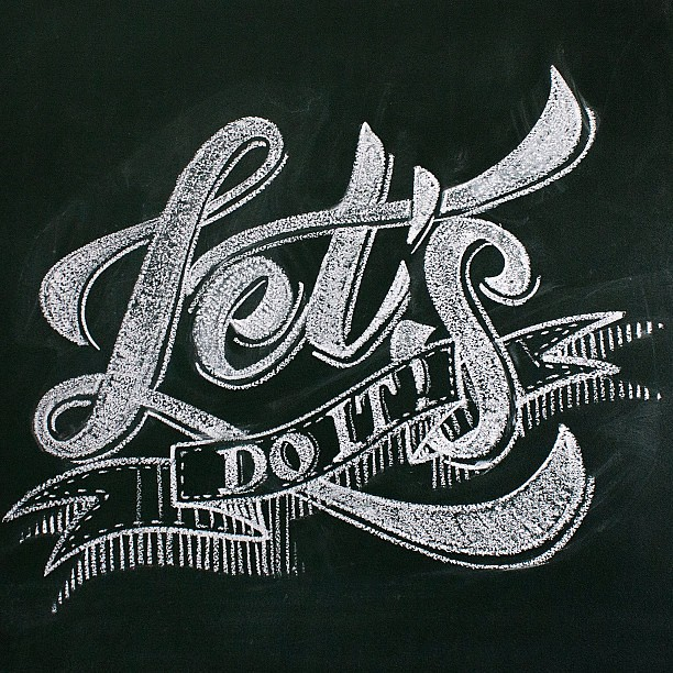 Let's do it! Chalk lettering on blackboard, inspired on the amazing work of @Dana Tanamachi ;) #typography #lettering #chalk #blackboard