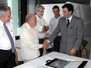 Aécio Neves e Oscar Niemeyer - 25/08/2003