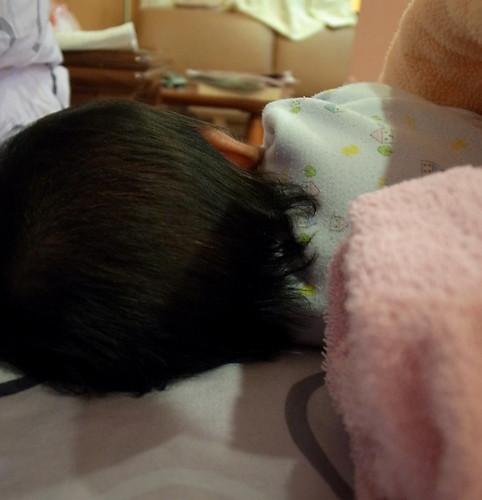 莓妹啊~  頭髮很長