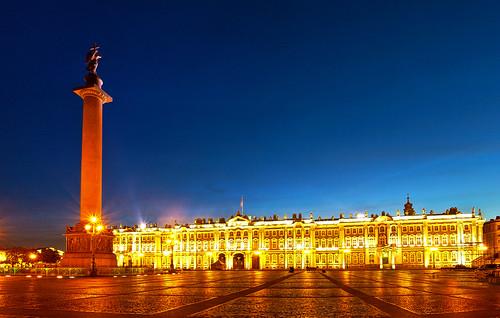 La Plaza del Palacio con el Hermitage de fondo, San Petersburgo   Rusia